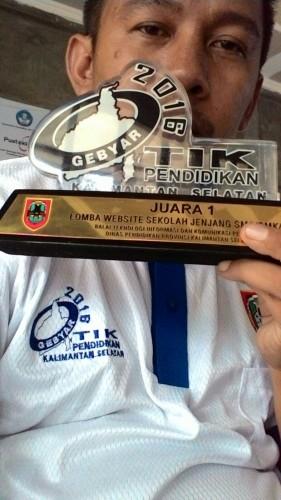 Trophy penghargaan Gebyar TIK