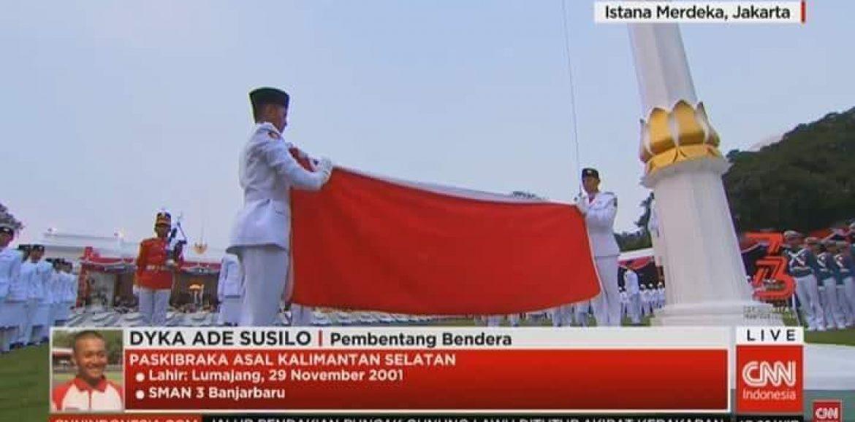 "Dyka ""Sang Pembentang Bendera"" pada Upacara Penurunan Bendera di Istana Merdeka 17 Agustus 2018"